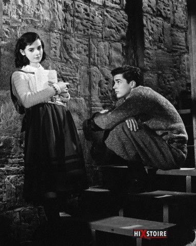 """Cinéma : Richard Beymer and Millie Perkins sont Anne Frank et Peter van Pels sur le tournage de """"The Diary of Anne Frank"""" (1959)"""