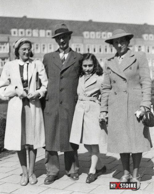 Anne Frank et sa famille sur la place Merwede à Amsterdam, en 1941